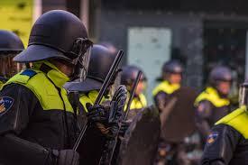 Hoelang wordt het wegkijkgedrag van de politietop nog getolereerd?